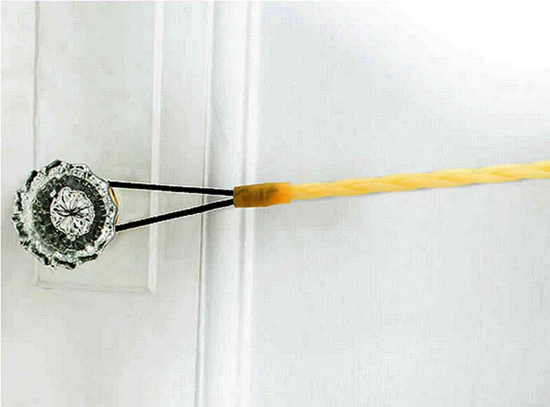 Flexo-Line-Travel-Clothesline can be looped on a doorknob