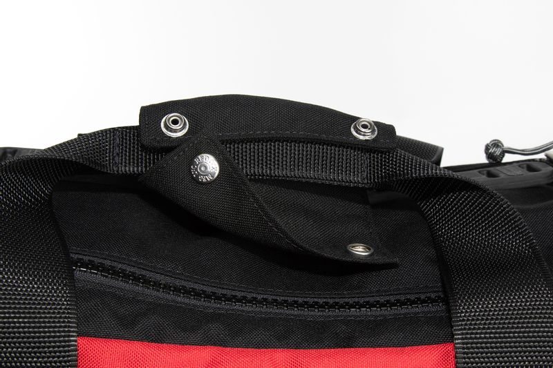 Handclasp keeps handles together when needed