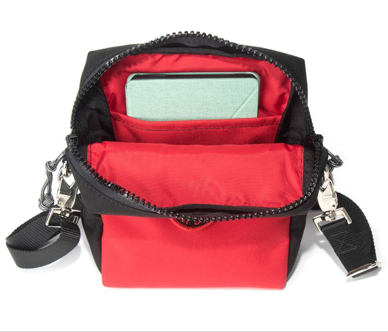 Red Oxx Hound features Red  420 Nylon lining